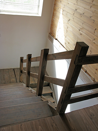 Деревянные лестницы второго этажа в дом. Изготовление. Нижний Новгород.