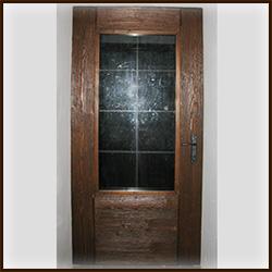 Обкладка входной двери деревом. Доски сосна, брашировка.